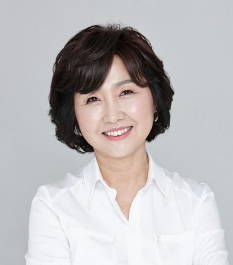 Portrait of Professor Hyun-Sook Kim